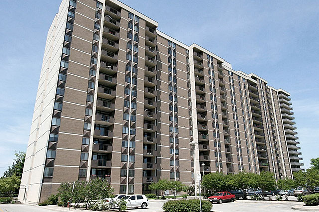The Shoreliner condominiums at 500 Green Road, Stoney Creek